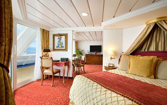 Oceania Nautica Owners-suite-sm.jpg