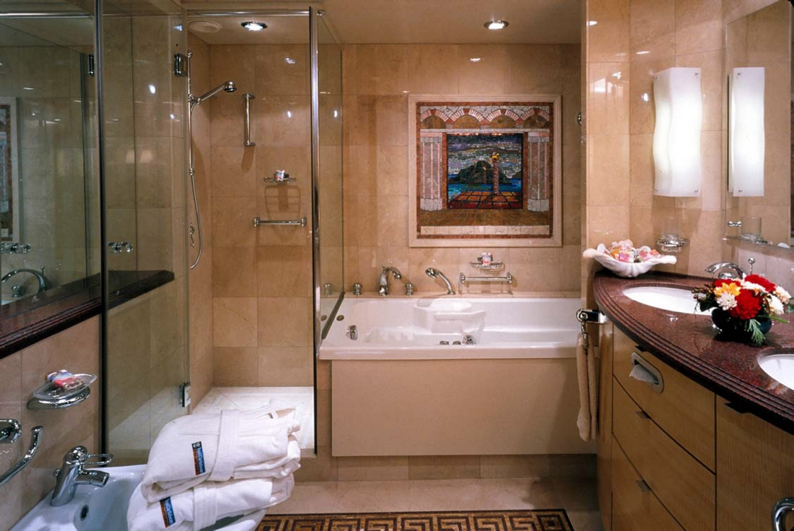 Suites & Deluxe Staterooms