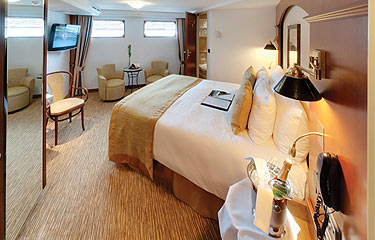 Tauck Jewel Class Accommodation Emerald_Category2.jpg