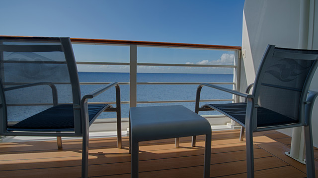 Disney Cruise Lines Disney Dream Accomm Concierge G11-DDDF-concierge-family-oceanview-verandah-stateroom-catV-08.jpg
