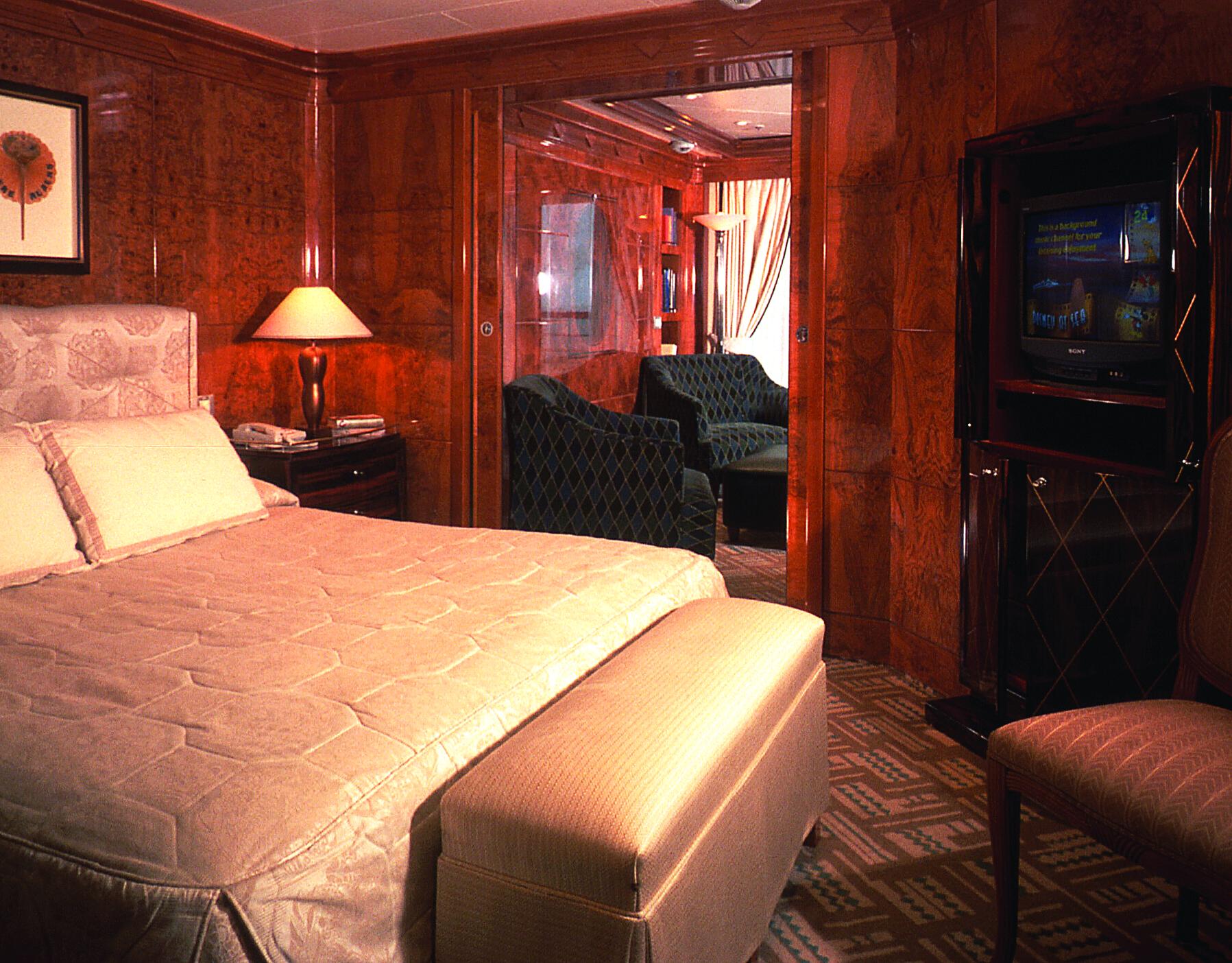 Disney Cruise Line Accommodation Suite.jpg