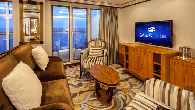 Disney Cruise Lines Disney Dream Accomm Concierge G01-DDDF-concierge-1bedroom-verandah-stateroom-catT-10.jpg