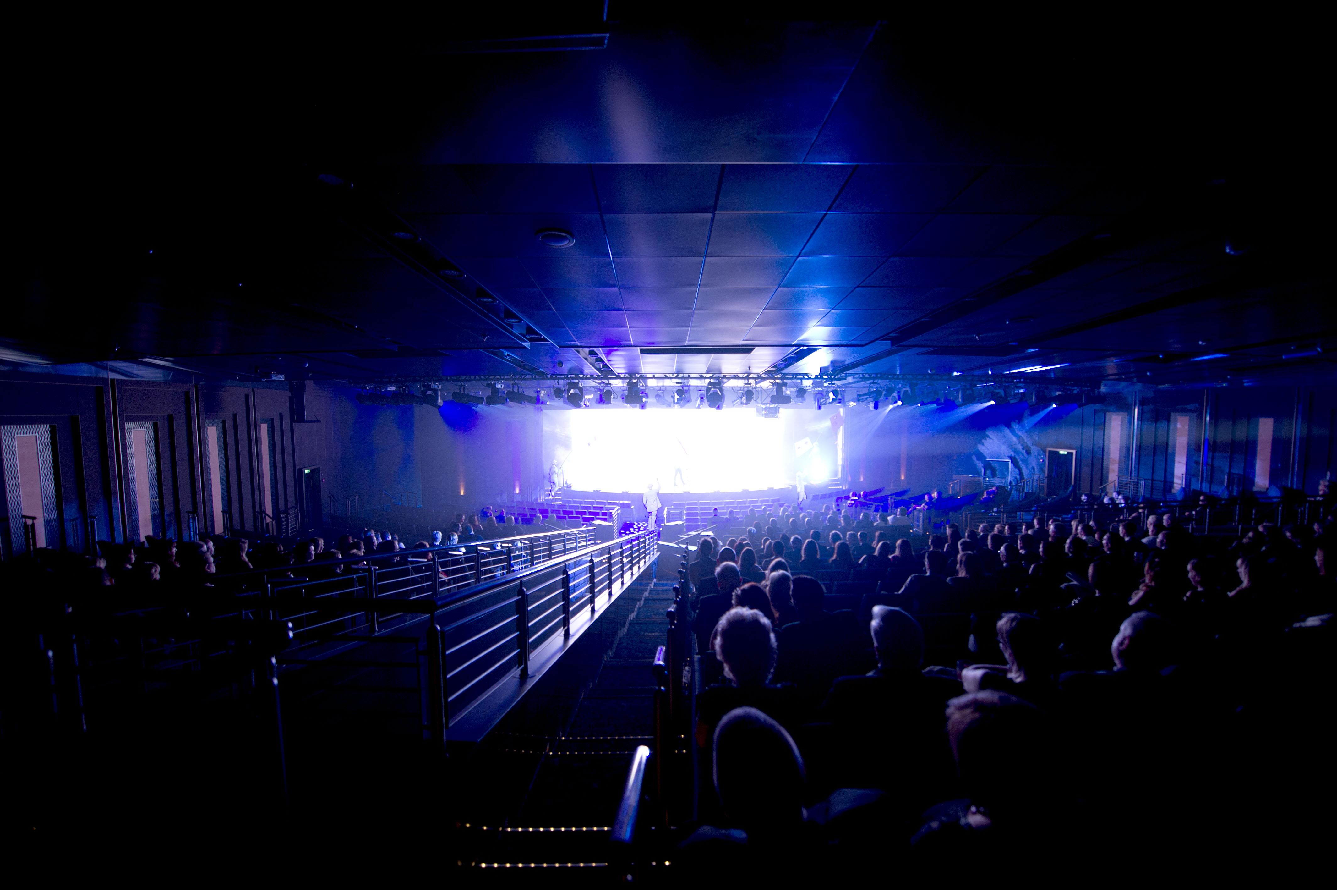 P&O Cruises Britannia Interior Theatre Ds39503.jpg