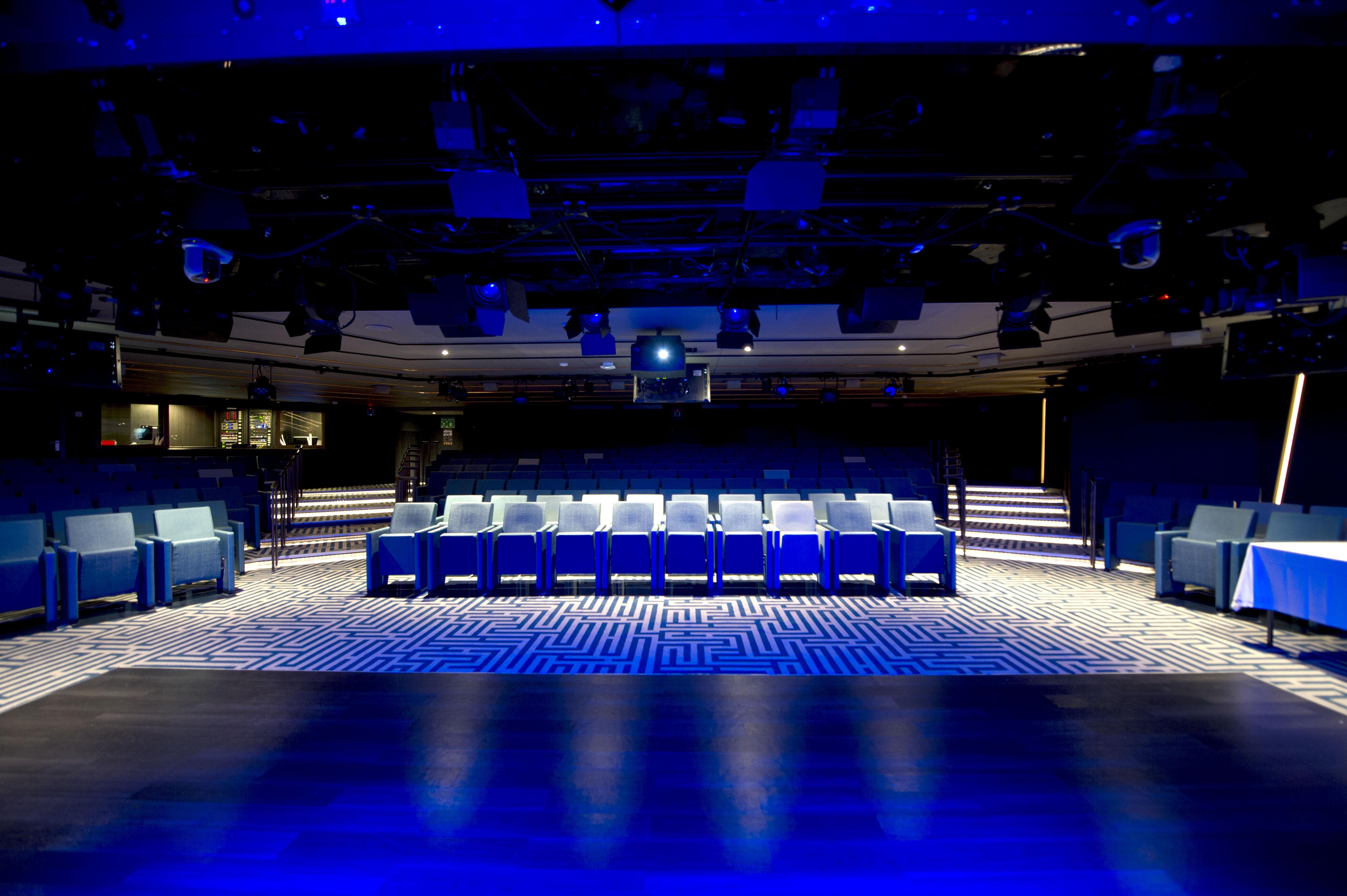 P&O Cruises Britannia Interior The Studio Ds39574.jpg