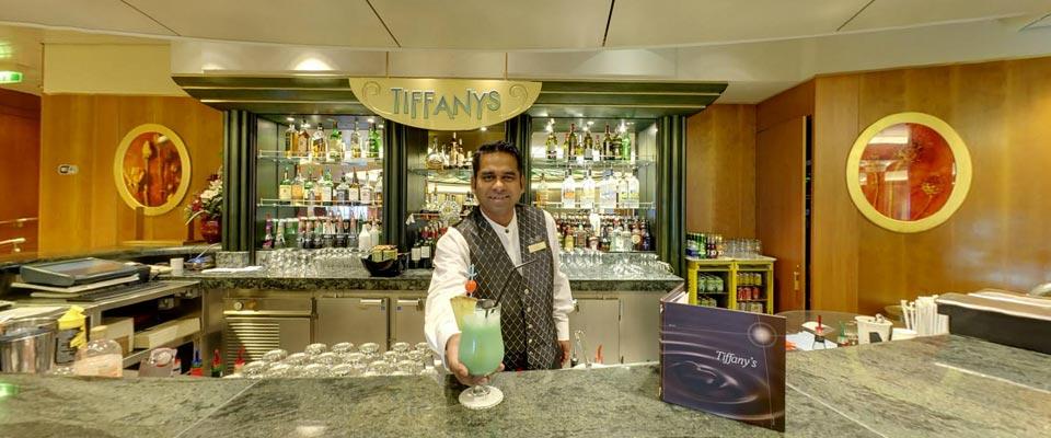 P&O Cruises Oriana Interior Tiffanys Bar.jpg