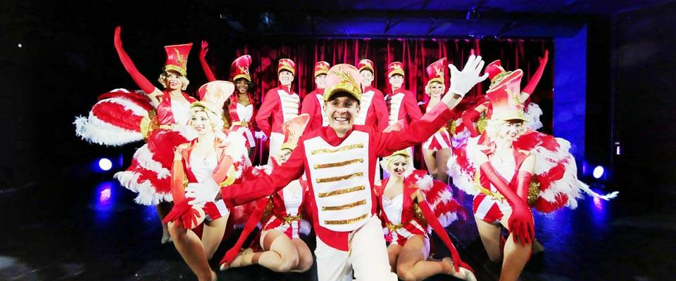 P&O Cruises Oriana Interior Theatre Royal.jpg