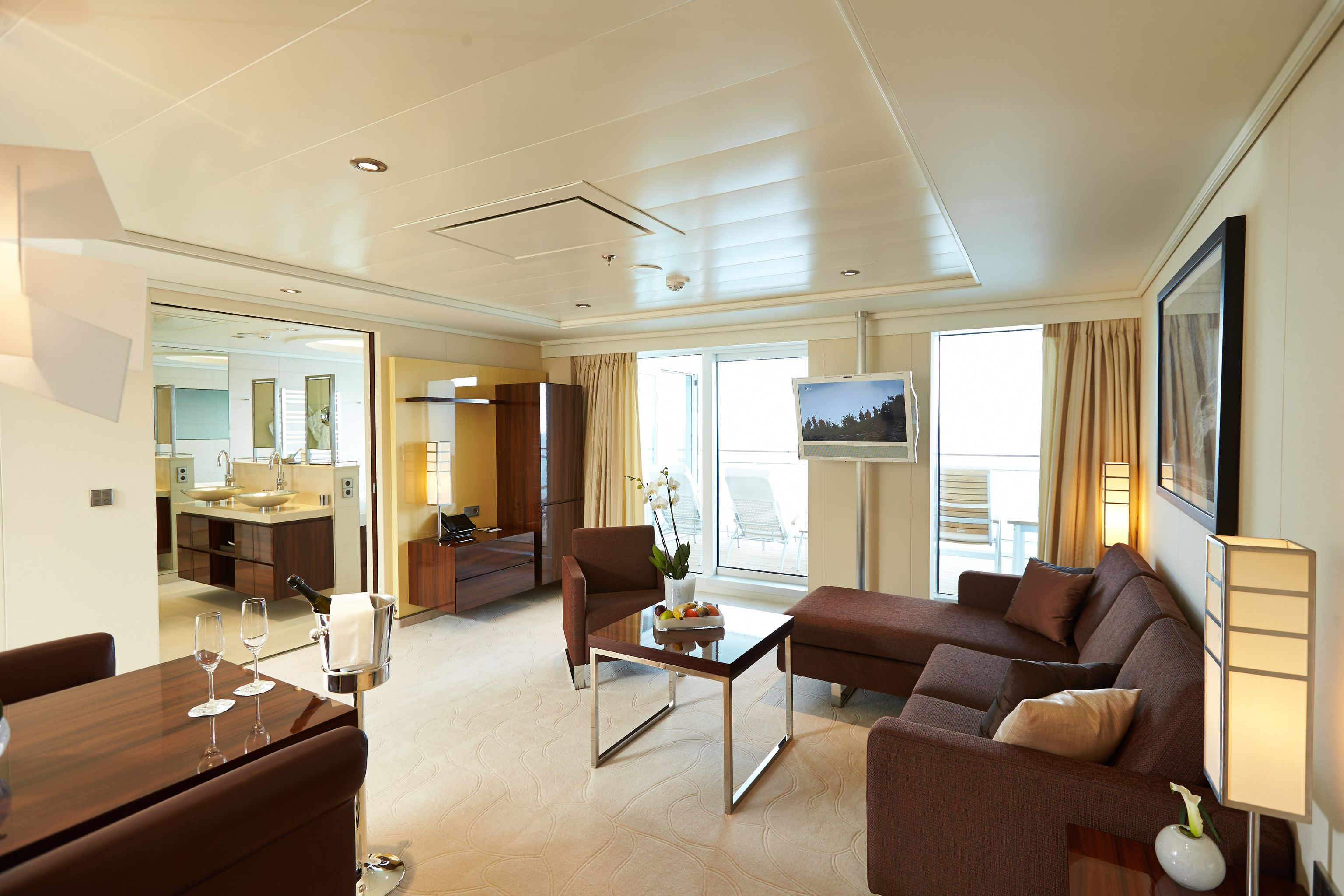 Hapag-Lloyd MS Europa 2 Accommodation Grand Penthouse Suite.jpg