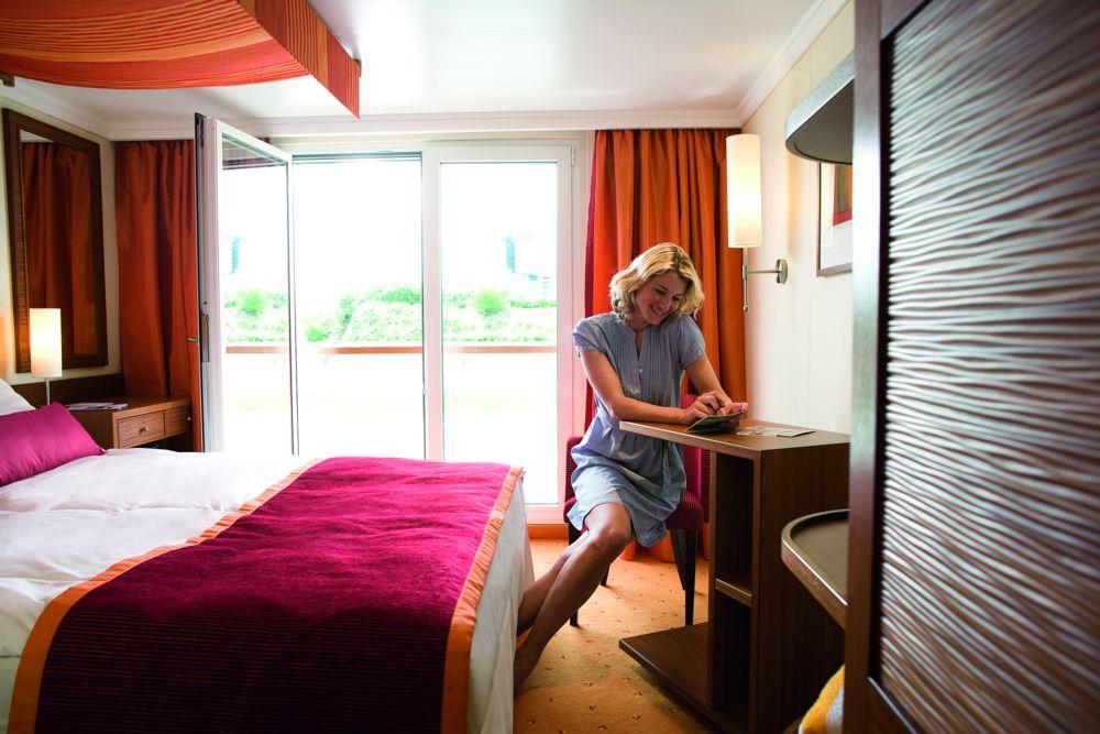 A-ROSA AQUA A-ROSA VIVA A-ROSA BRAVA Accommodation 2 Bed Outside Cabin 3.jpg