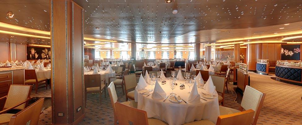 P&O Cruises Azura Interior Peninsular 2.jpg