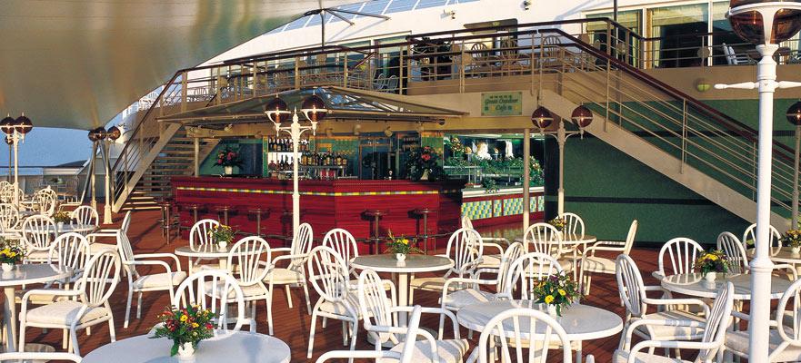 Norwegian Cruise Line Norwegian Sun Great Outdoor Cafe.jpg