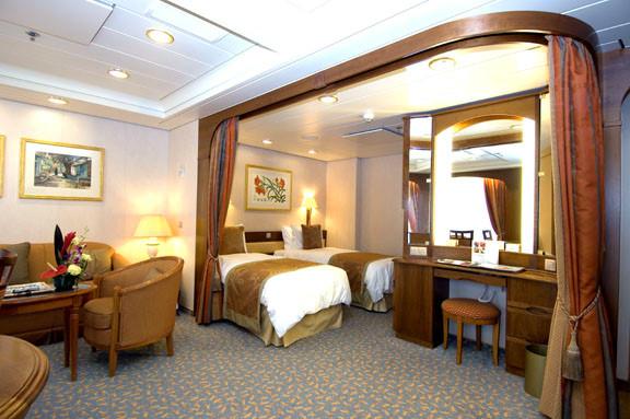 P&O Cruises Aurora Accommodation Mini Suite 1.jpg