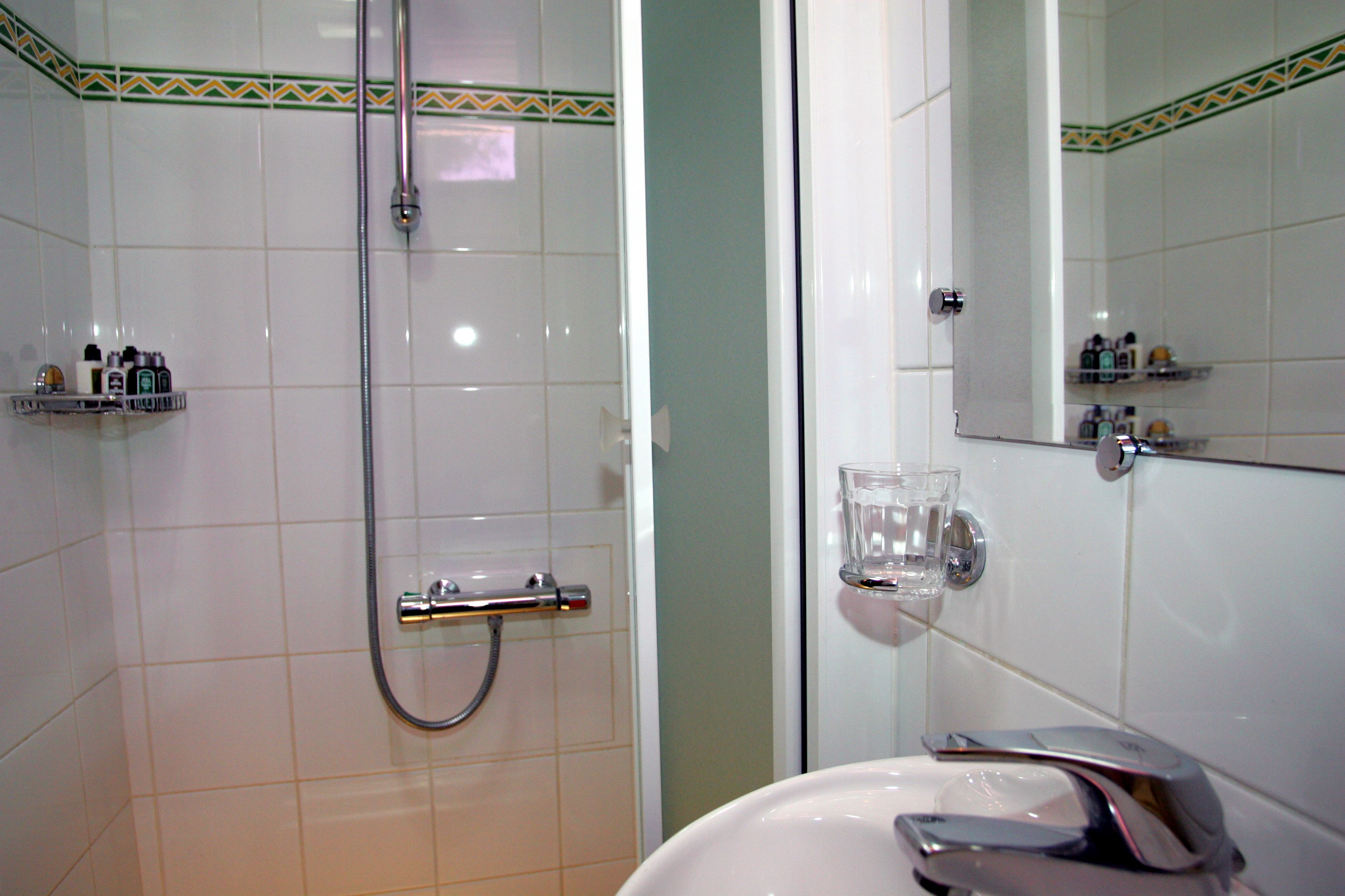 European Waterways Anjodi Accommodation Bathroom.jpg