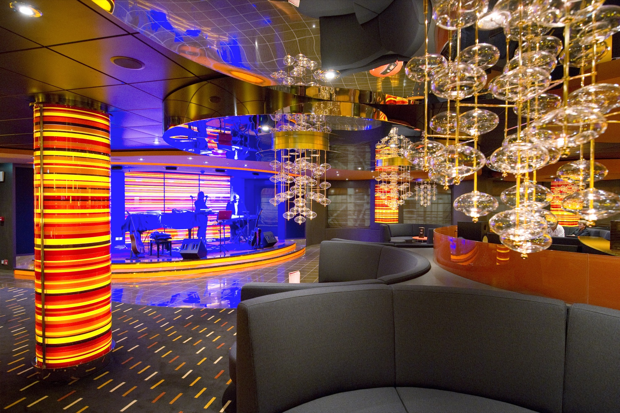 MSC Fantasia Class jazz bar.jpg