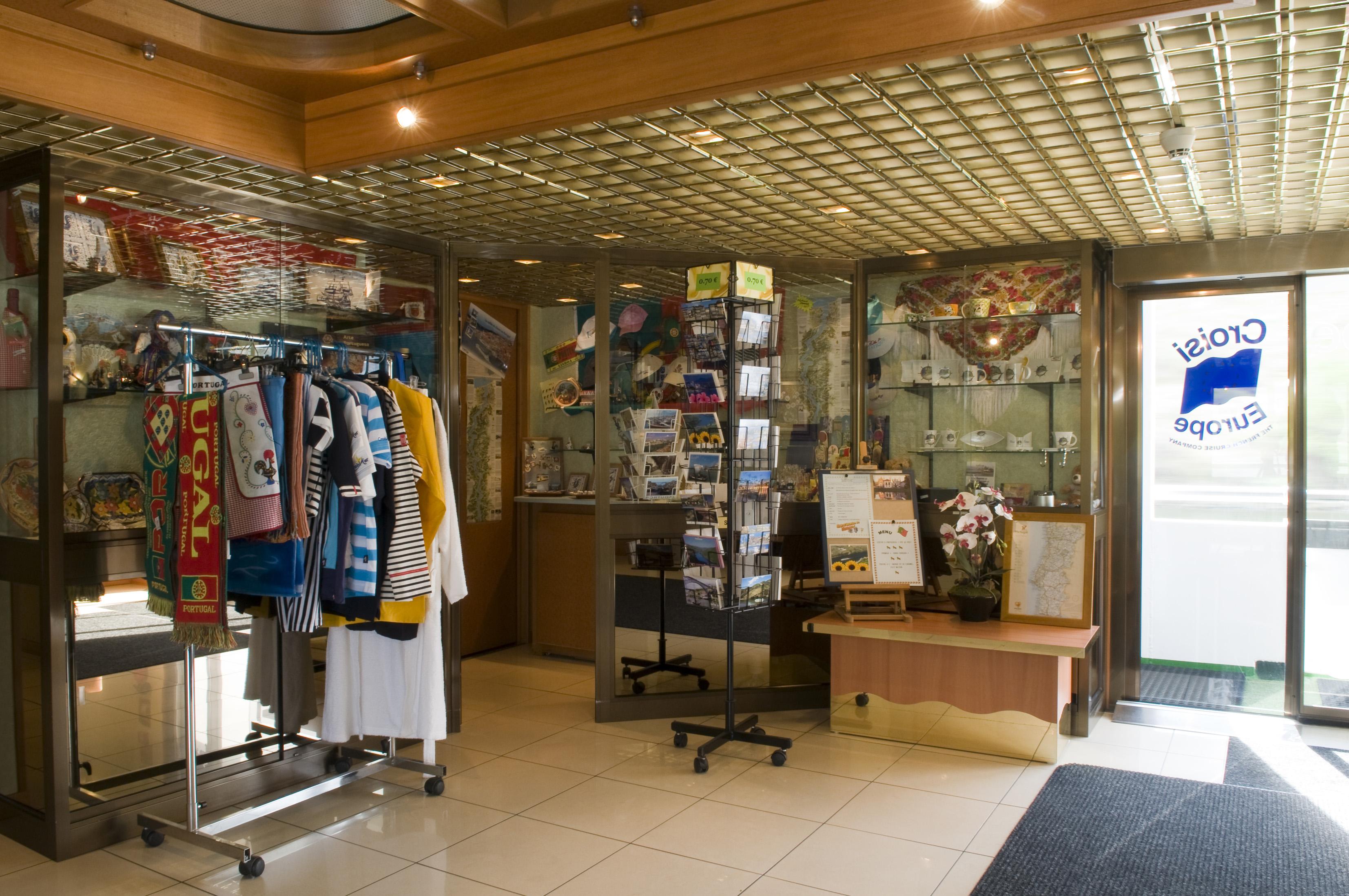 CroisiEurope MS Vasco de Gama Interior Boutique.jpg