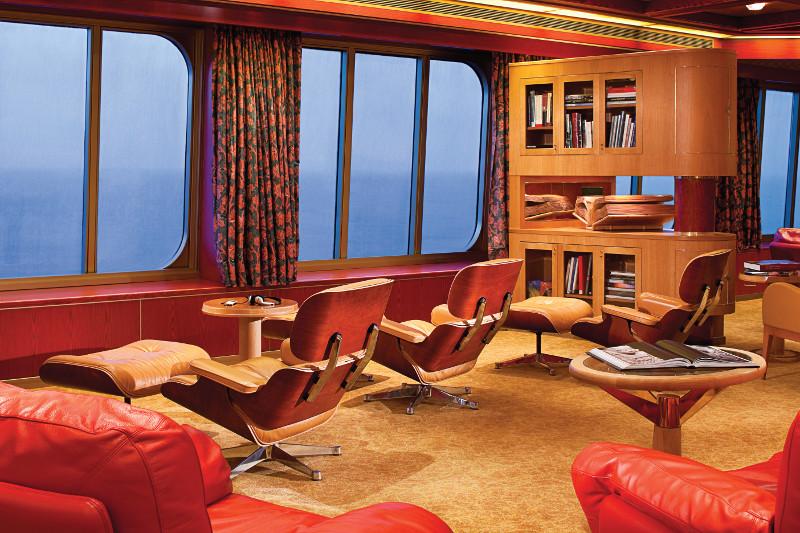 Holland America Line R-Class Explorers Cafe.jpg