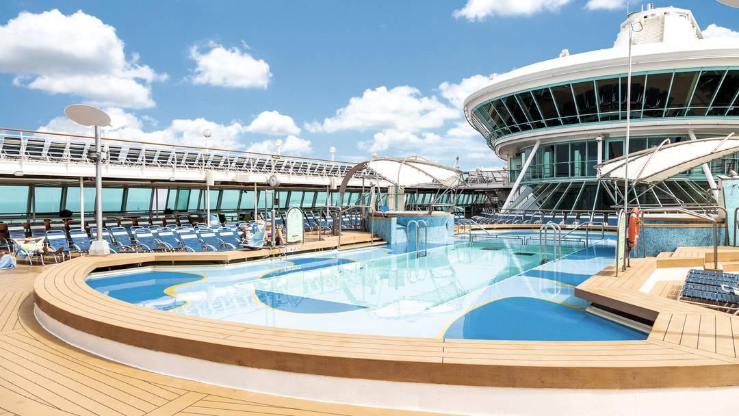 Thomson Cruise Thomson Discovery Exterior Main Pool 3.jpg