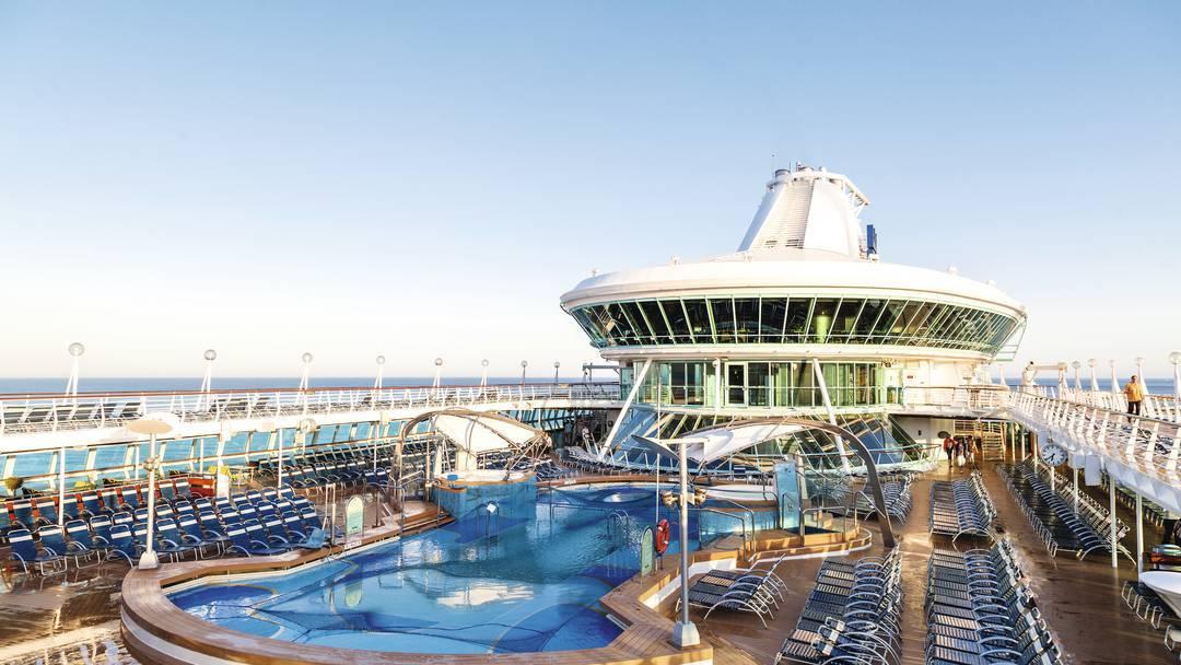Thomson Cruise Thomson Discovery Exterior Main Pool 2.jpg