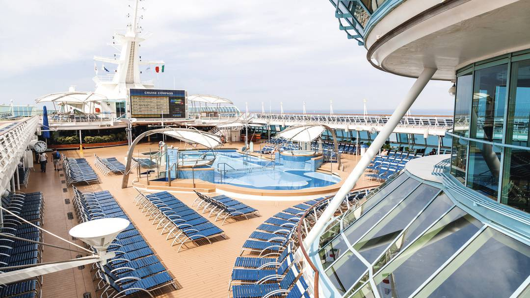 Thomson Cruise Thomson Discovery Exterior Main Pool 1.jpg