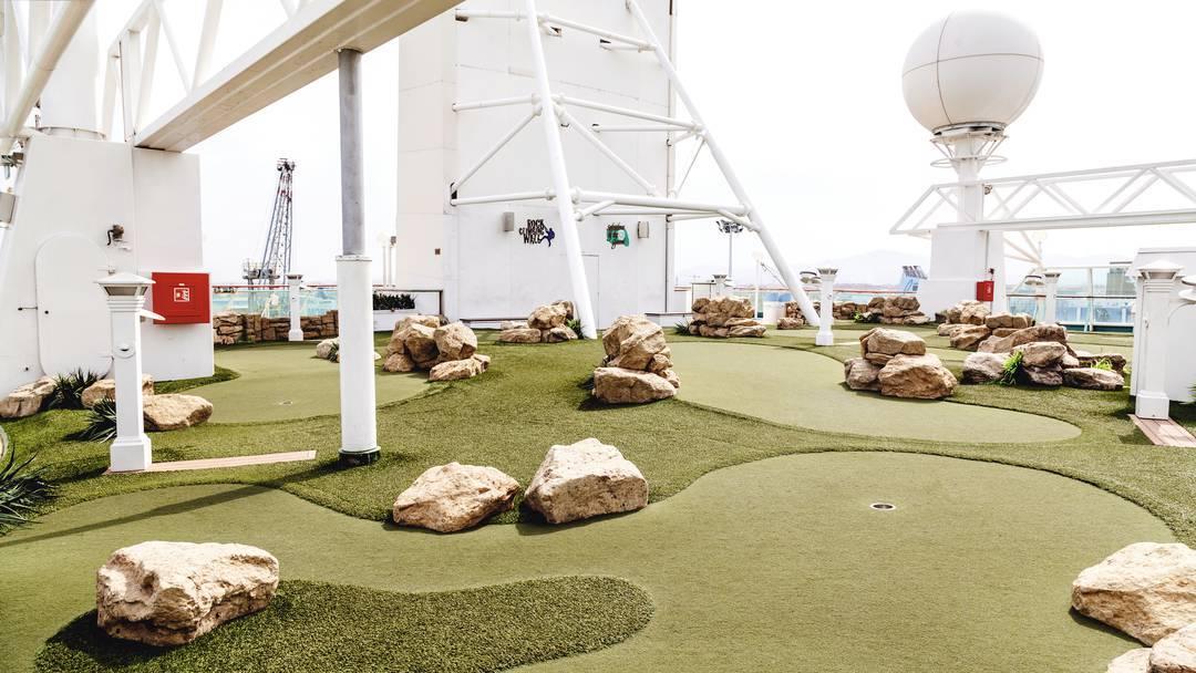 Thomson Cruise Thomson Discovery Exterior Mini Golf 2.jpg