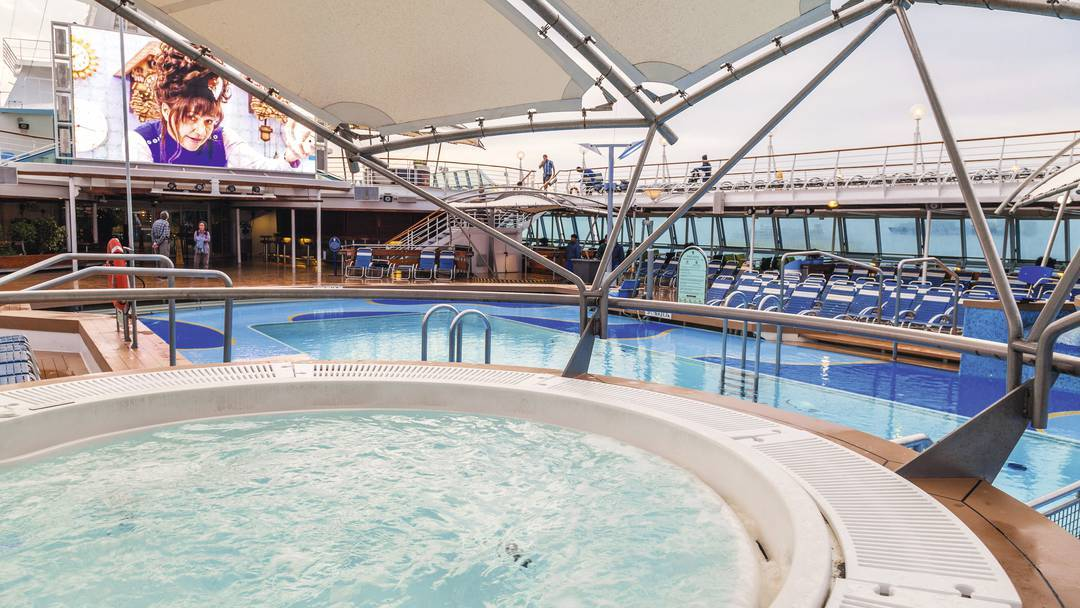 Thomson Cruise Thomson Discovery Exterior Whirlpool.jpg