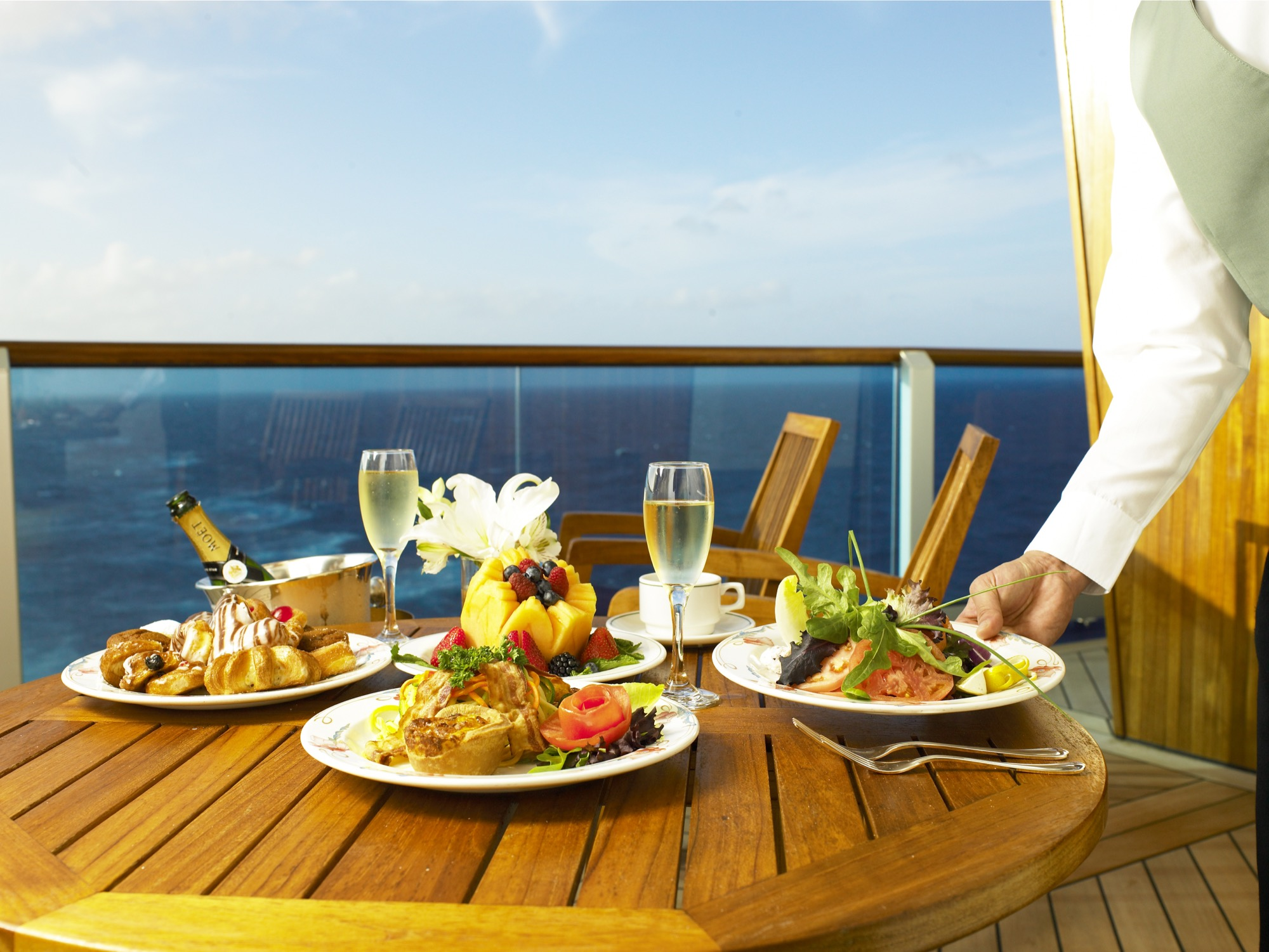 Princess Cruises Royal Class Interior balcony dining 2.jpg