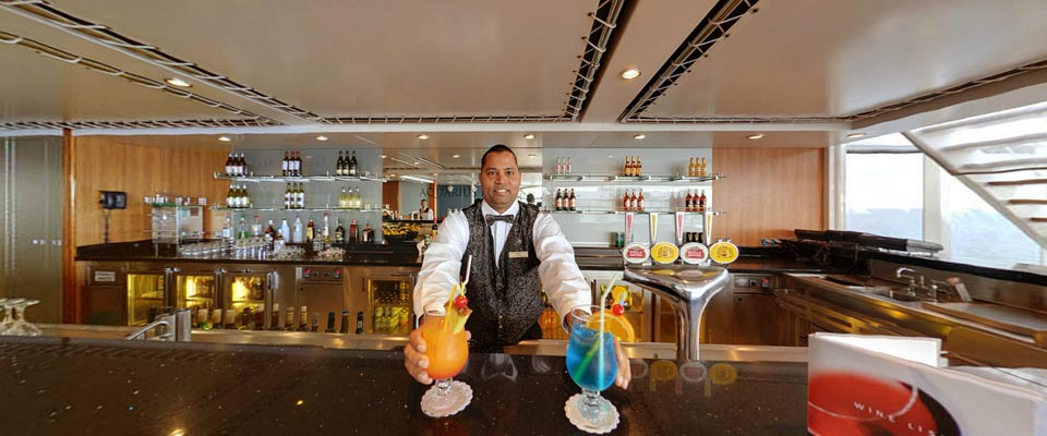 P&O Cruises Arcadia Interior Aquarius Bar.jpg