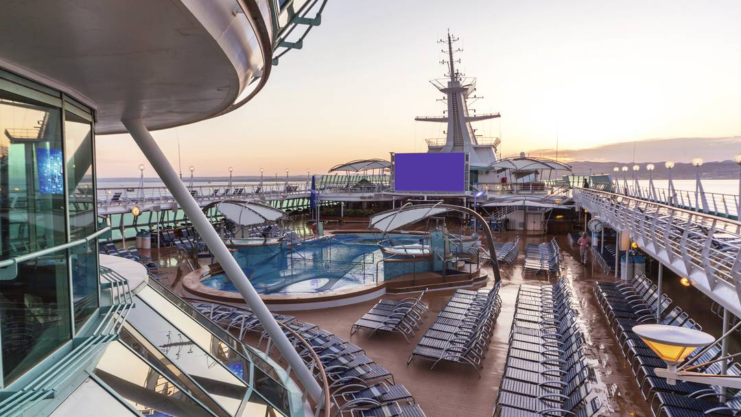 Thomson Cruise Thomson Discovery Exterior Outdoor Movie Screen 2.jpg