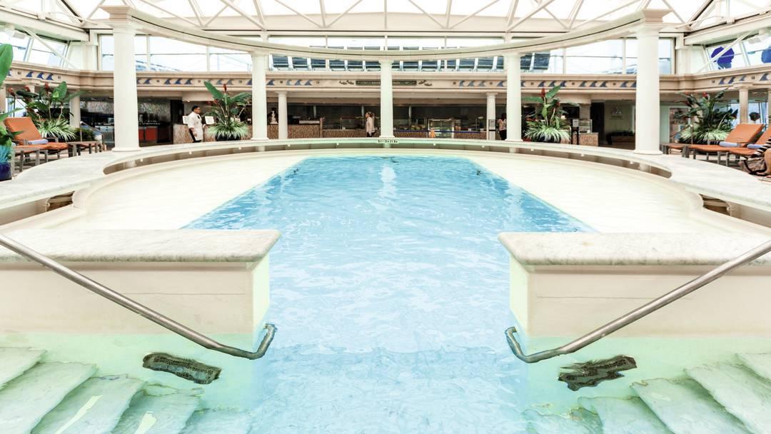 Thomson Cruise Thomson Discovery Interior Indoor Pool and Solarium 4.jpg