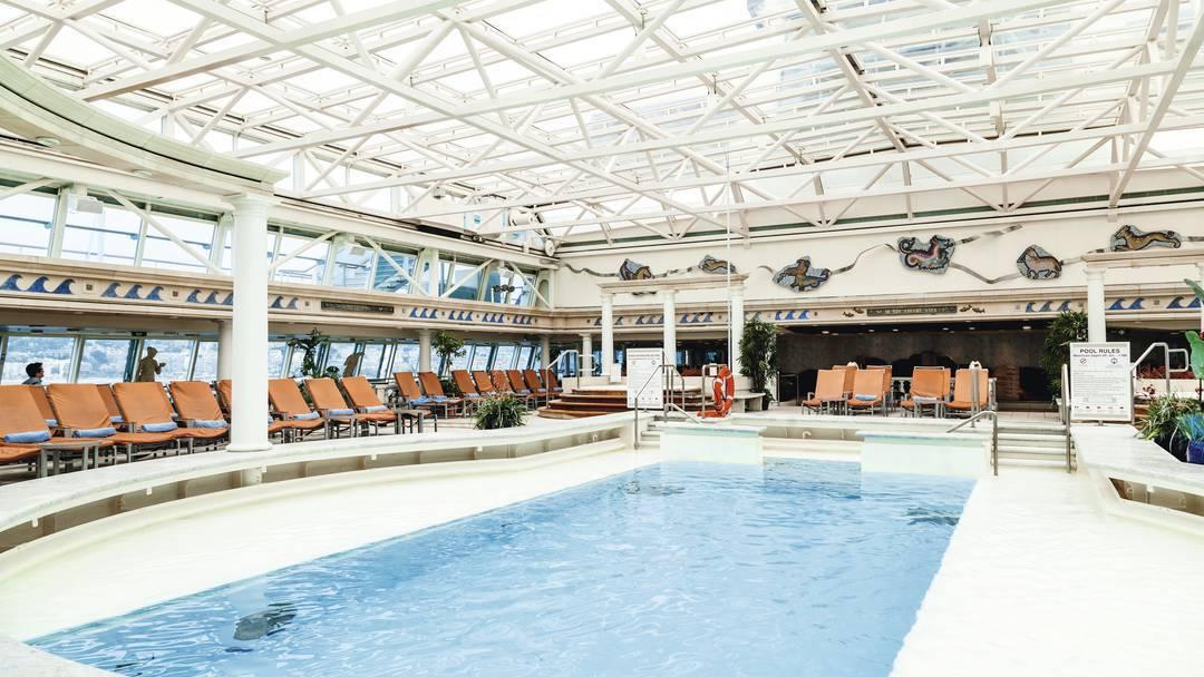 Thomson Cruise Thomson Discovery Interior Indoor Pool and Solarium 2.jpg