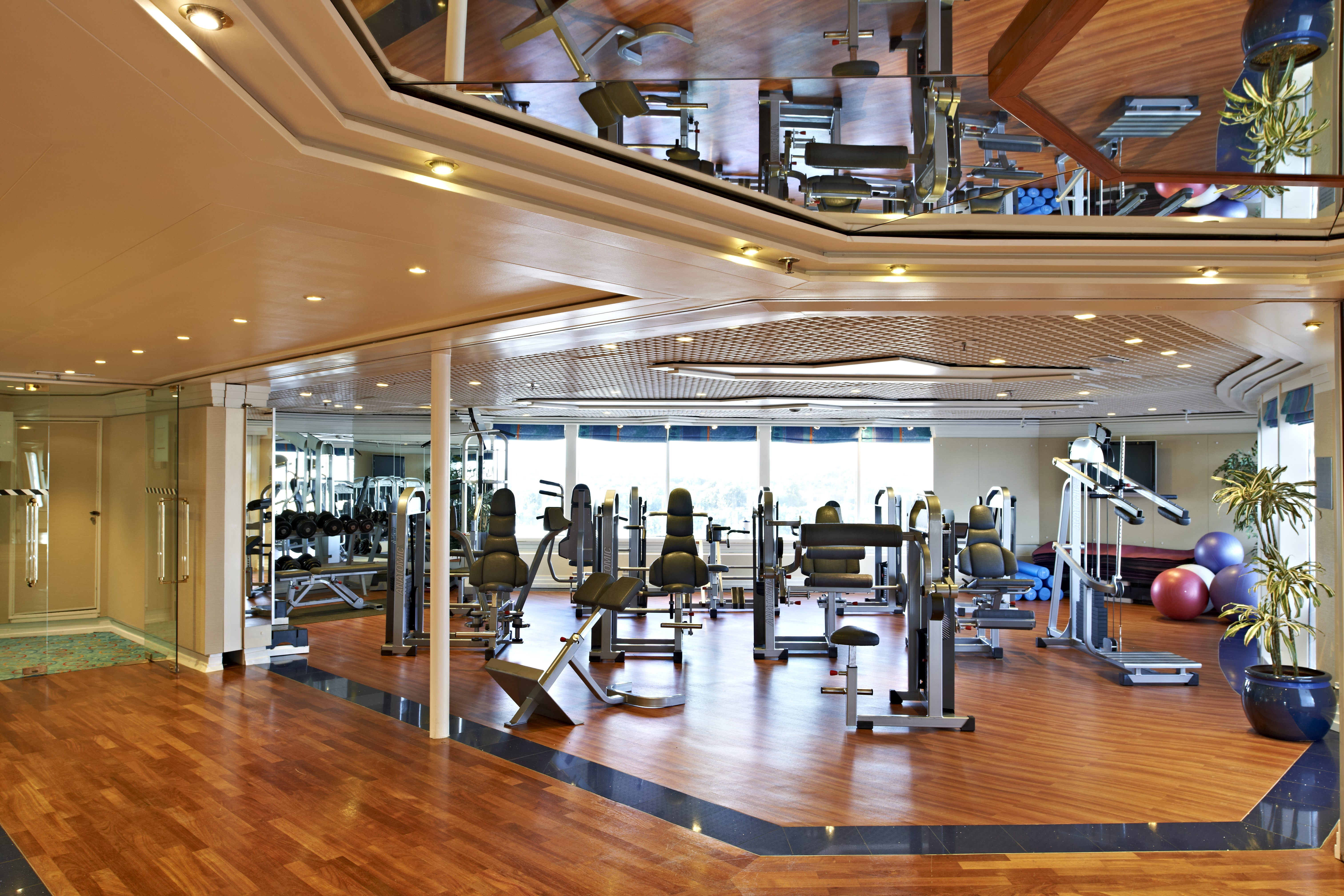 fred olsen cruise lines braemar fitness centre 2014.jpg