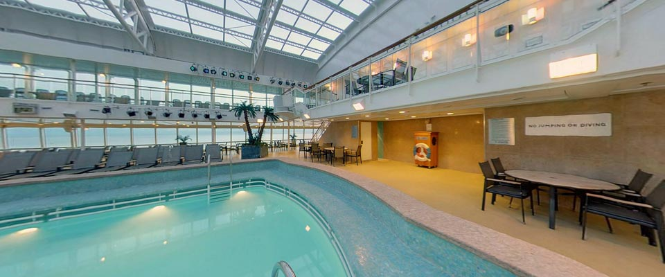 P&O Cruises Aurora Exterior Crystal Pool 2.jpg