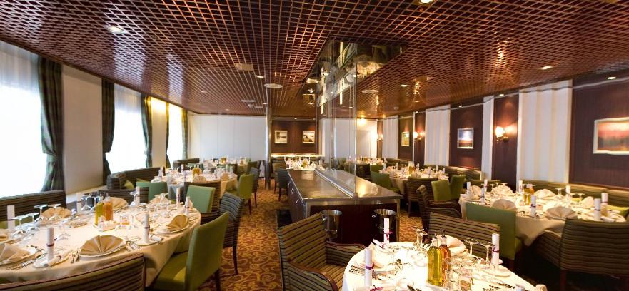 Pullmantur Zenith Interior Caravelle Restaurant.jpg
