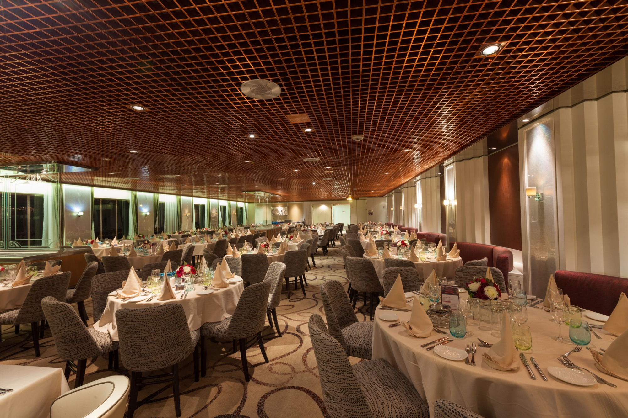 Pullmantur Zenith Interior La Flamboyant Restaurant.jpg