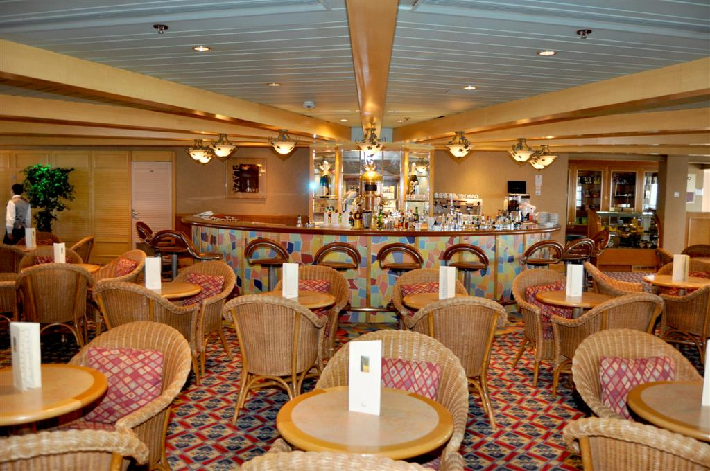Pullmantur Zenith Interior Plaza Cafe.JPG
