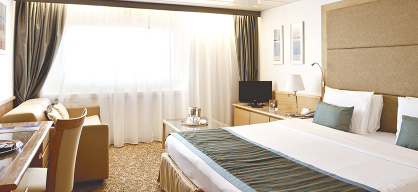 Pullmantur Zenith Accommodation Suite 2.jpg