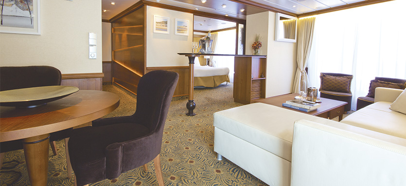 Pullmantur Zenith Accommodation Royal Suite.jpg