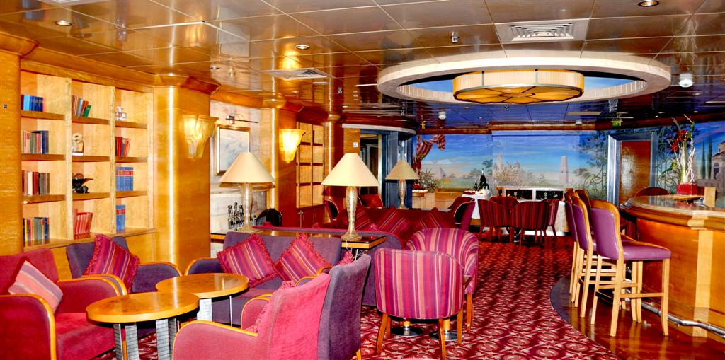 Pullmantur Zenith Interior Michaels Bar.JPG