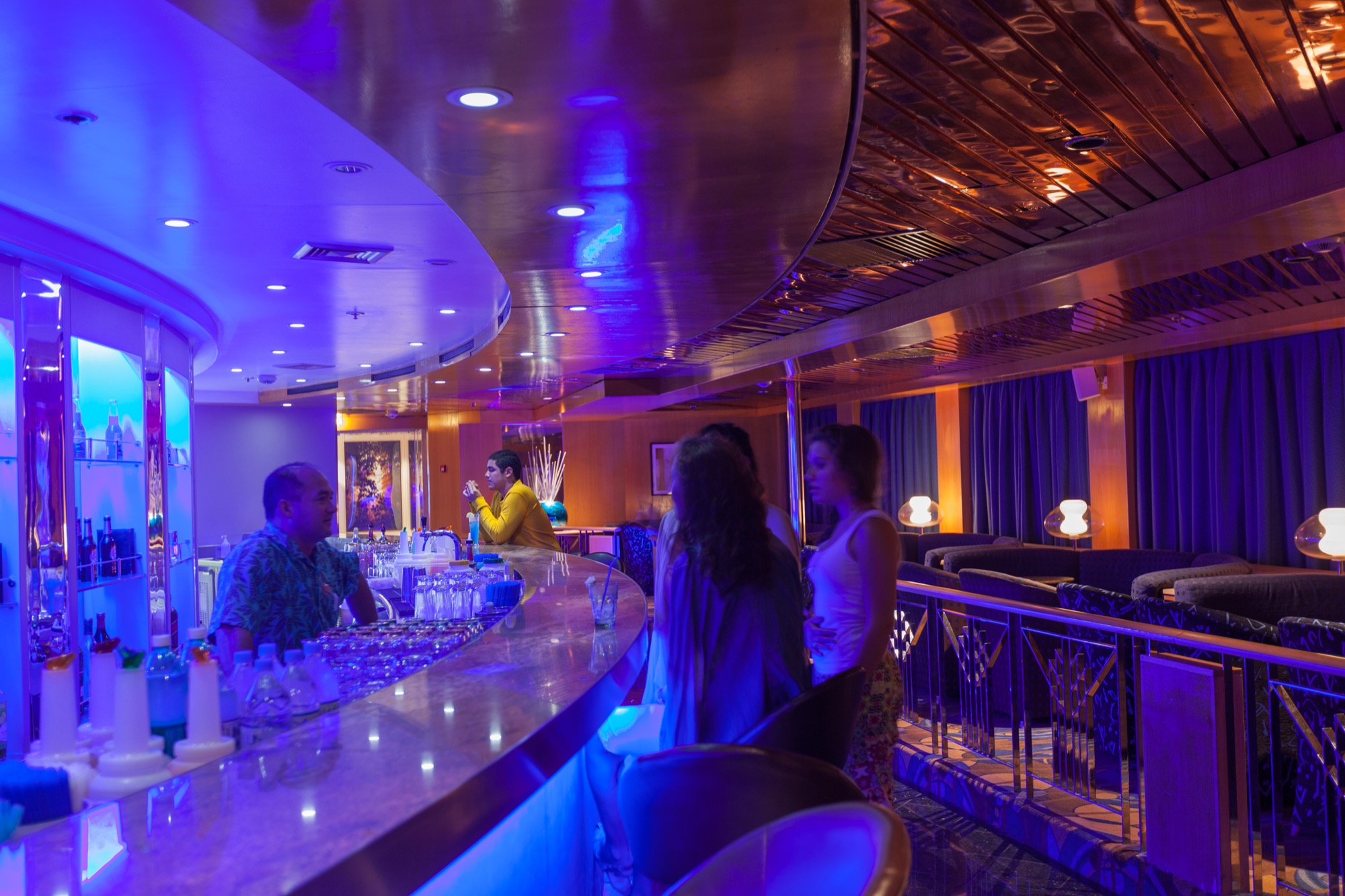 Pullmantur Zenith Interior Rainbow Night Club.jpg