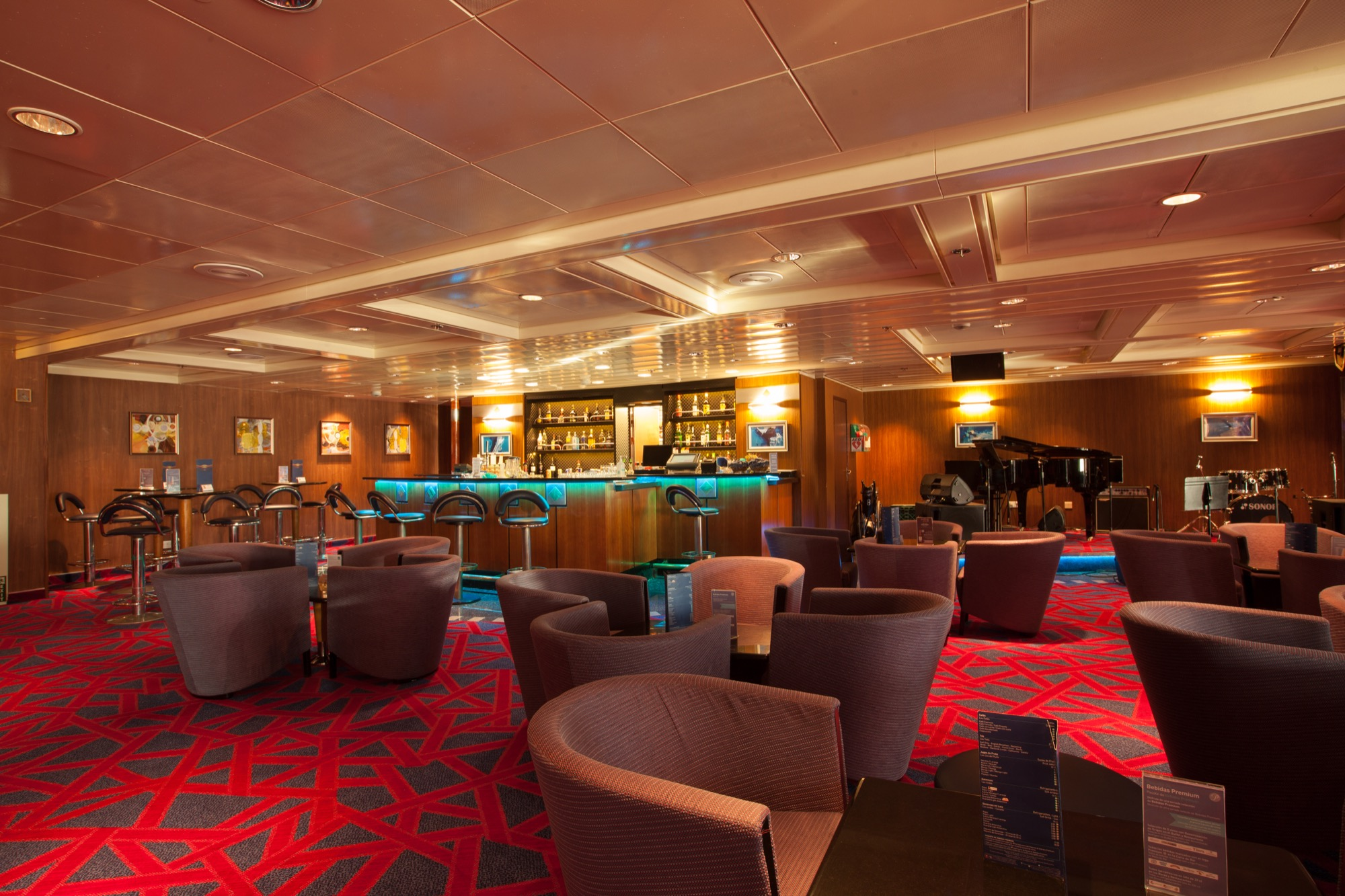 Pullmantur Zenith Interior Casino Bar 1.jpg