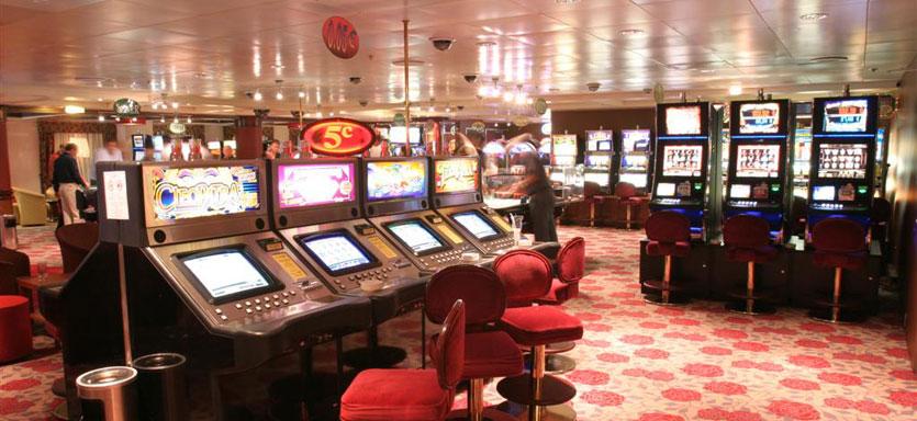 Pullmantur Zenith Interior Casino 1.jpg