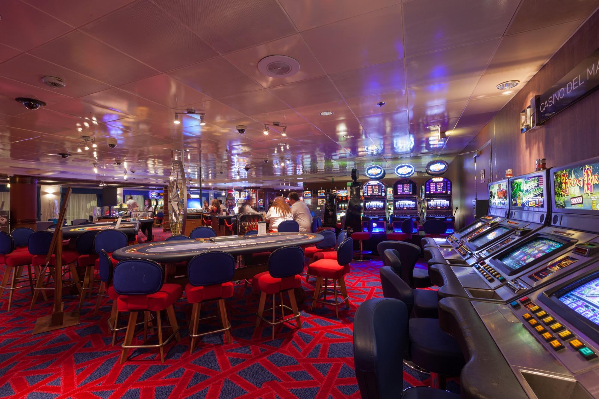 Pullmantur Zenith Interior Casino 2.jpg