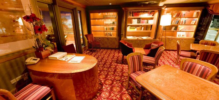 Pullmantur Zenith Interior Library 1.jpg