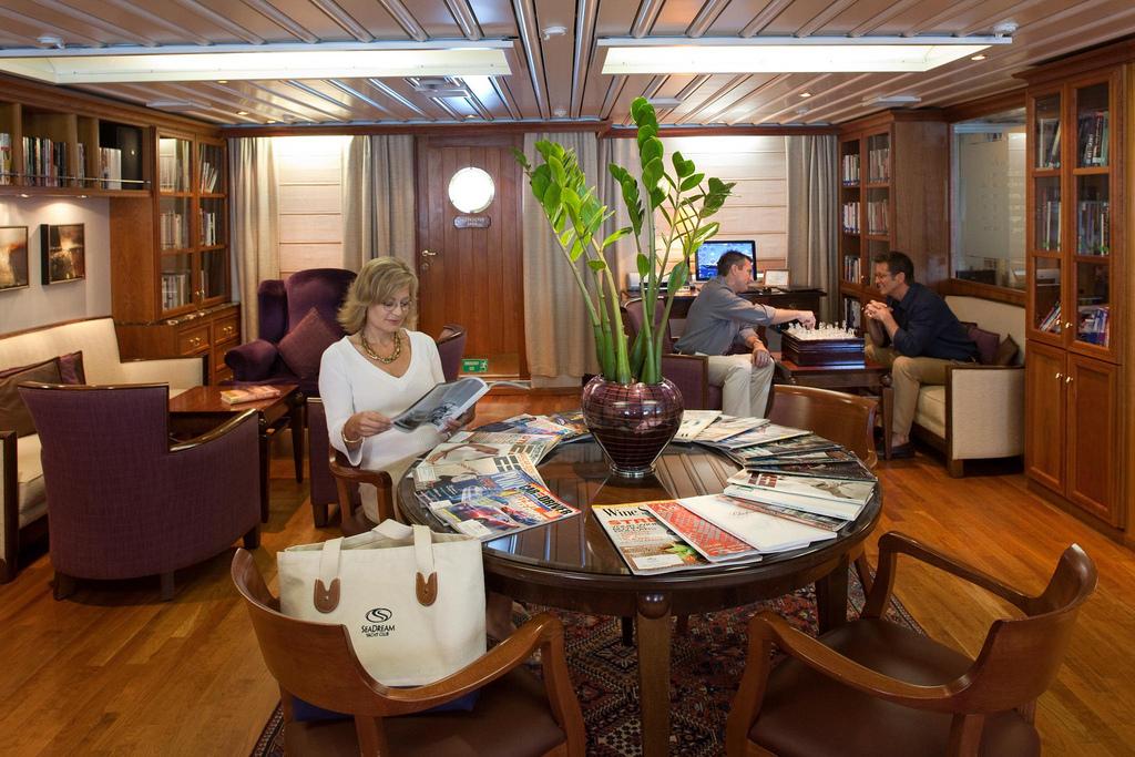 SeaDream Yacht Club Interior Library 2.jpg