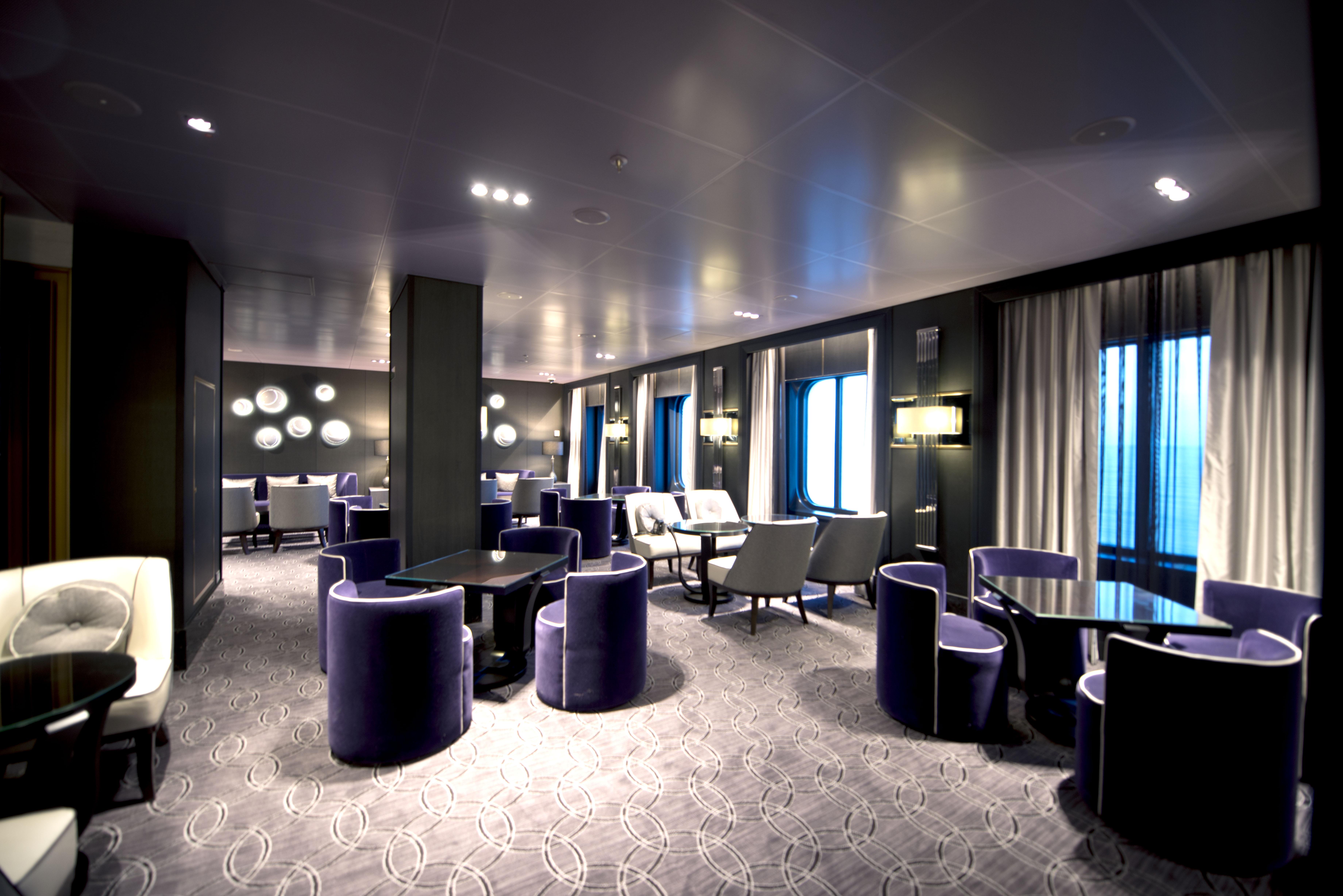P&O Cruises Britannia Interior Blue Bar Mod D806628 [Tif 14714584202].jpg