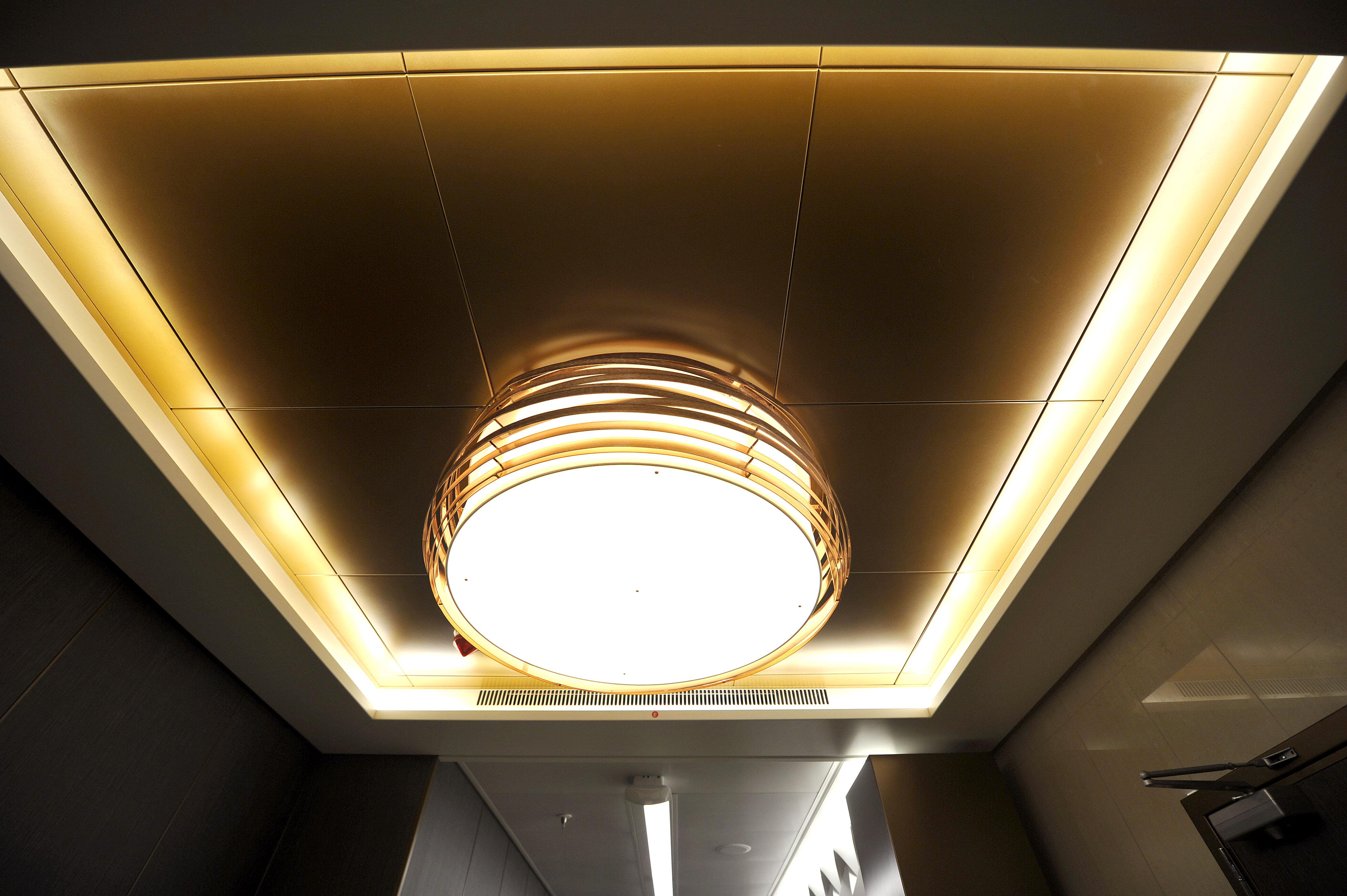 P&O Cruises Britannia Interior Oasis Light.jpg