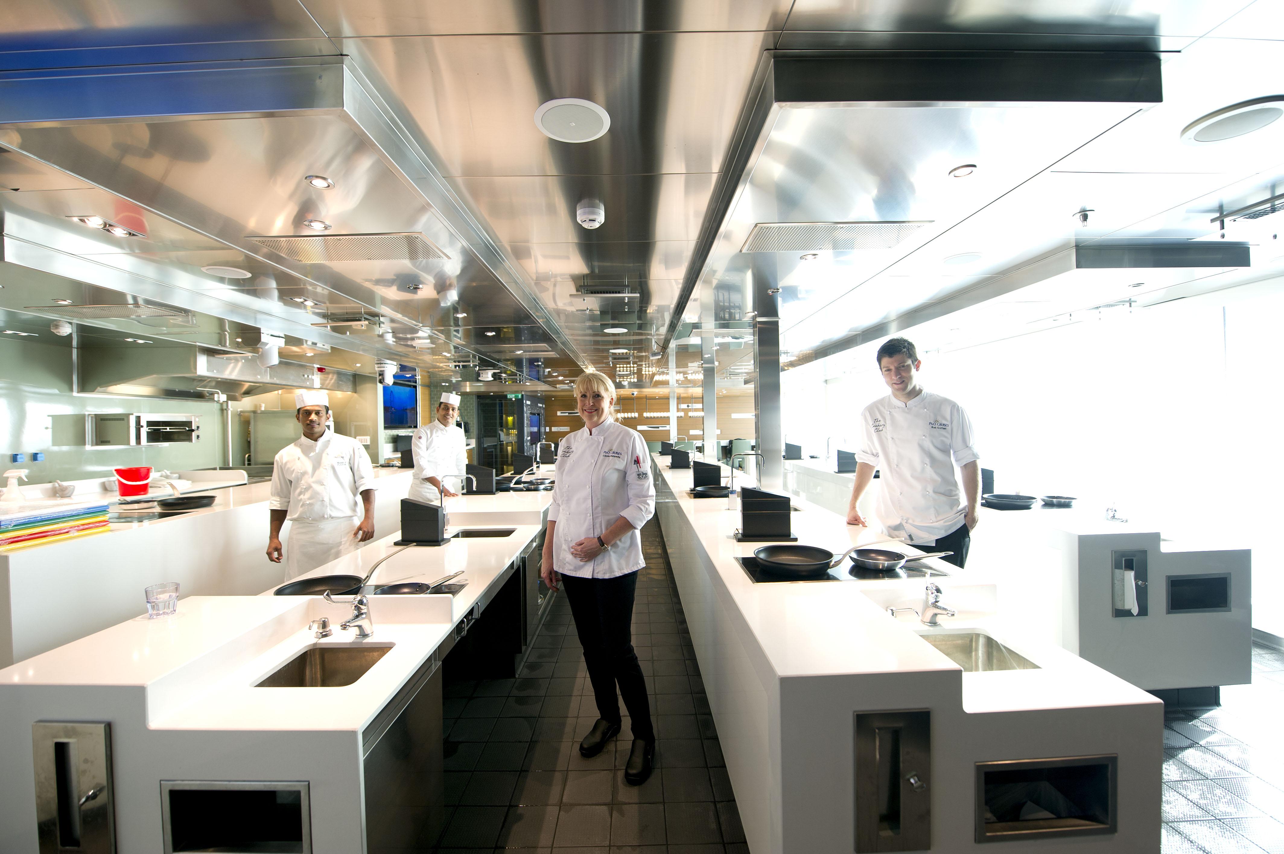 P&O Cruises Britannia Interior Cookery Club Team Ds38668 [Tif 14714595002].jpg