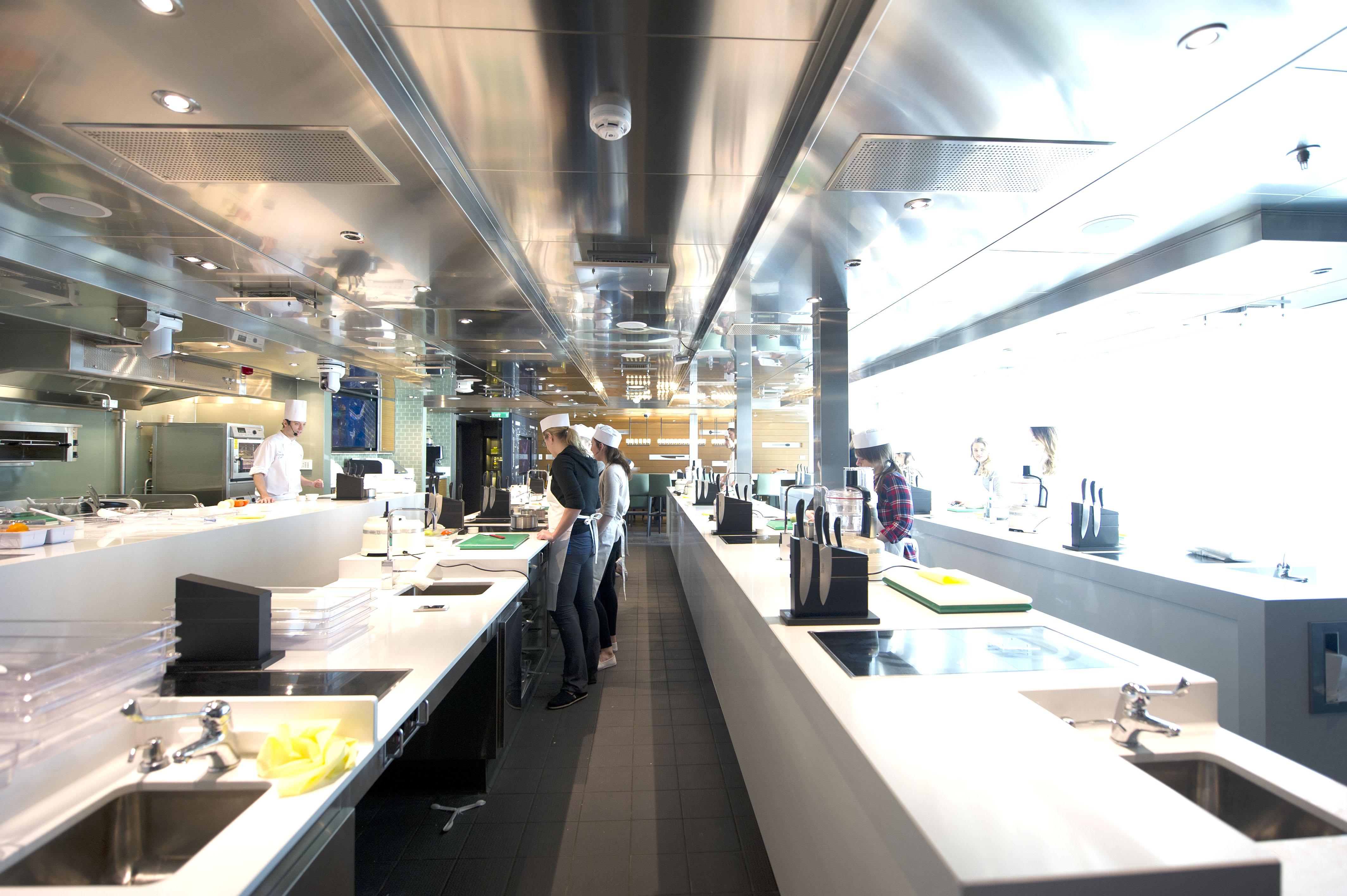 P&O Cruises Britannia Interior Cookery Club Ds38055 [Tif 14714592602].jpg