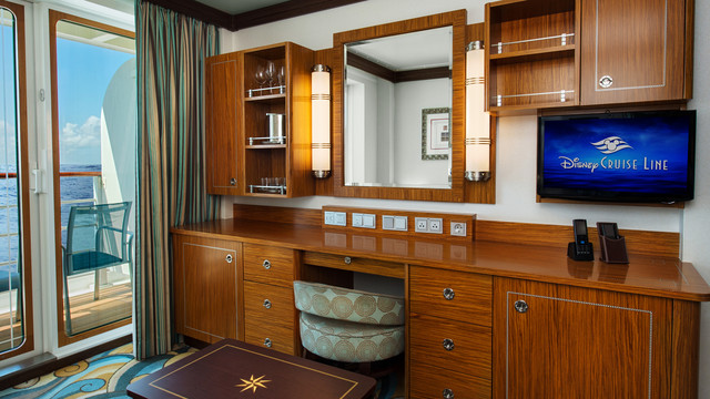 Disney Cruise Lines Disney Dream Accomm Concierge G10-DDDF-concierge-family-oceanview-verandah-stateroom-catV-14.jpg