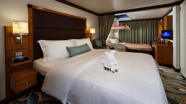 Disney Cruise Lines Disney Dream Accomm Concierge G08-DDDF-concierge-family-oceanview-verandah-stateroom-catV-18.jpg