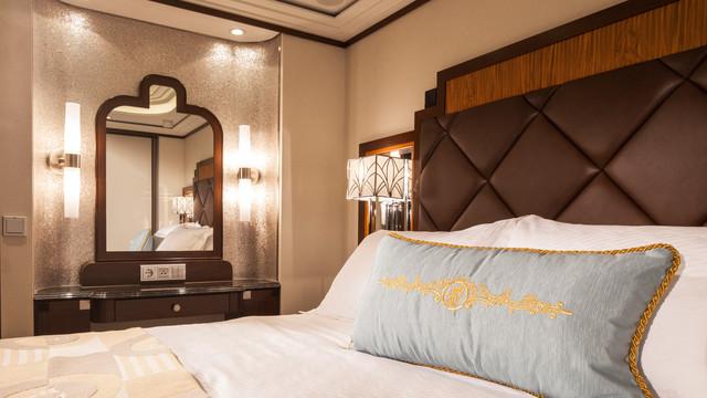 Disney Cruise Lines Disney Dream Accomm Concierge G03-DDDF-concierge-1bedroom-verandah-stateroom-catT-06.jpg